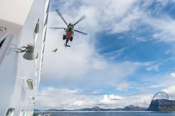 hurtigruten-nordkapp-helicopter-rescue-chris-berger-photo-4087