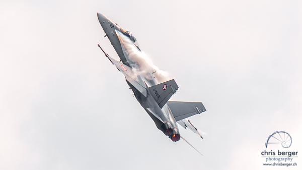 20150619-morgarten-swiss-air-force-patrouille-suisse-pc-7-team-super-puma-fa18-hornet-display-273-chris-berger-photography-blog