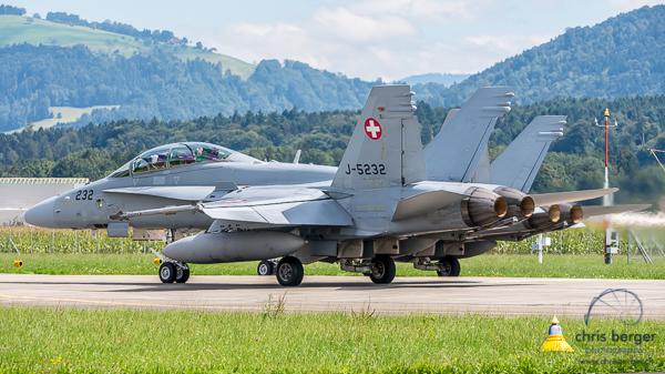 20150824-patrouille-suisse-emmen-radom-flugbetrieb-chris-berger-photography-blog (39)